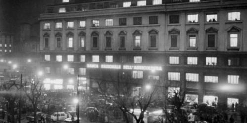 Piazza-Fontana-sera