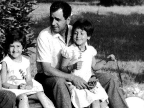 Giuseppe Pinelli con le figlie